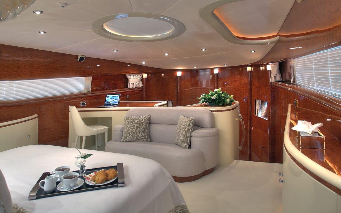 Motor Yacht Harmony I salon