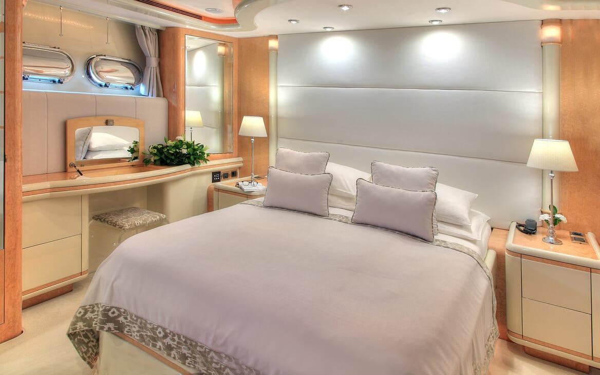 Motor Yacht Harmony I VIP cabin
