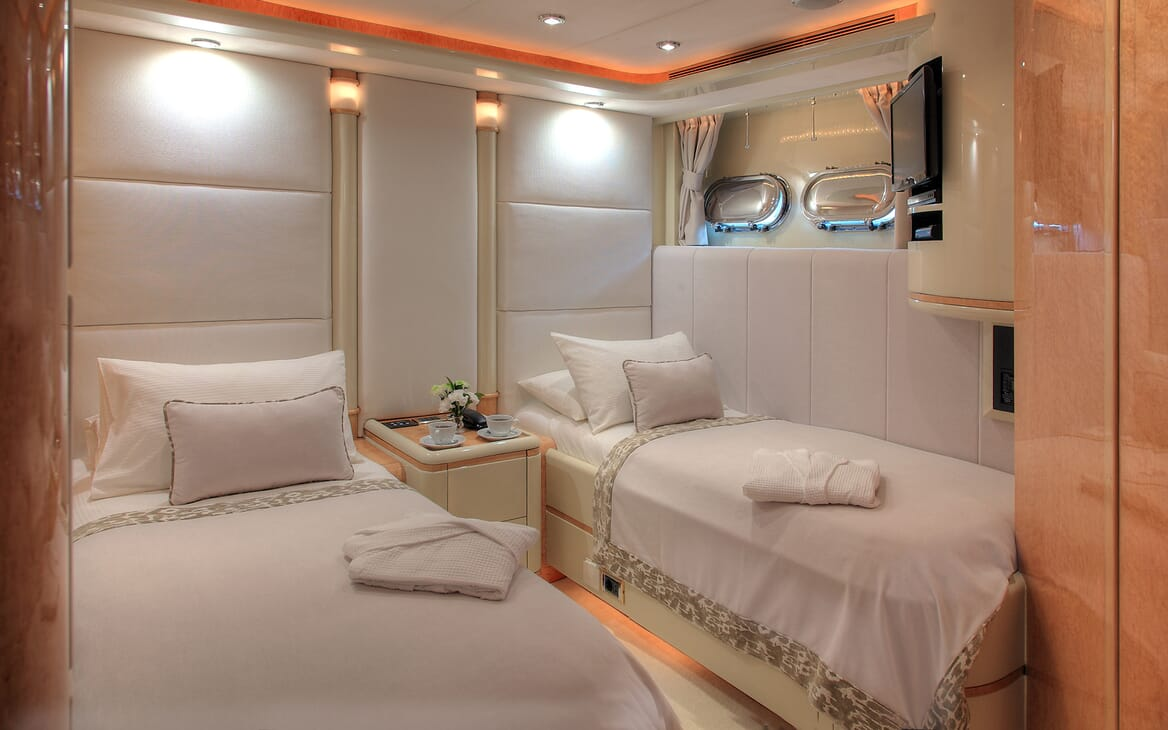 Motor Yacht Harmony I twin cabin