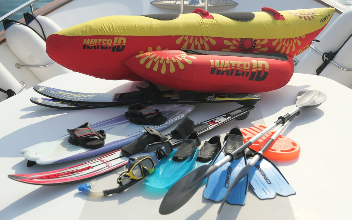 Motor Yacht Harmony I toys