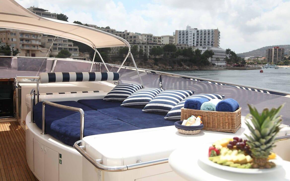 Motor Yacht Harmony I sun lounger