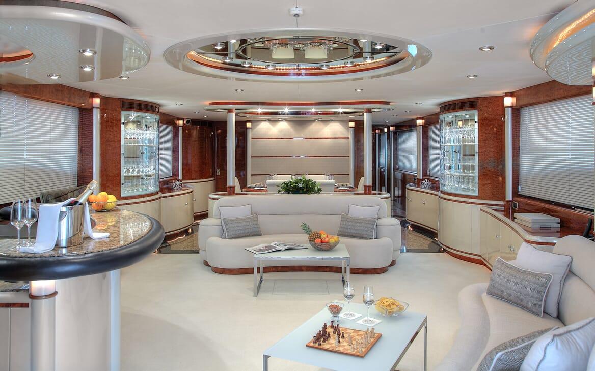 Motor Yacht Harmony I saloon