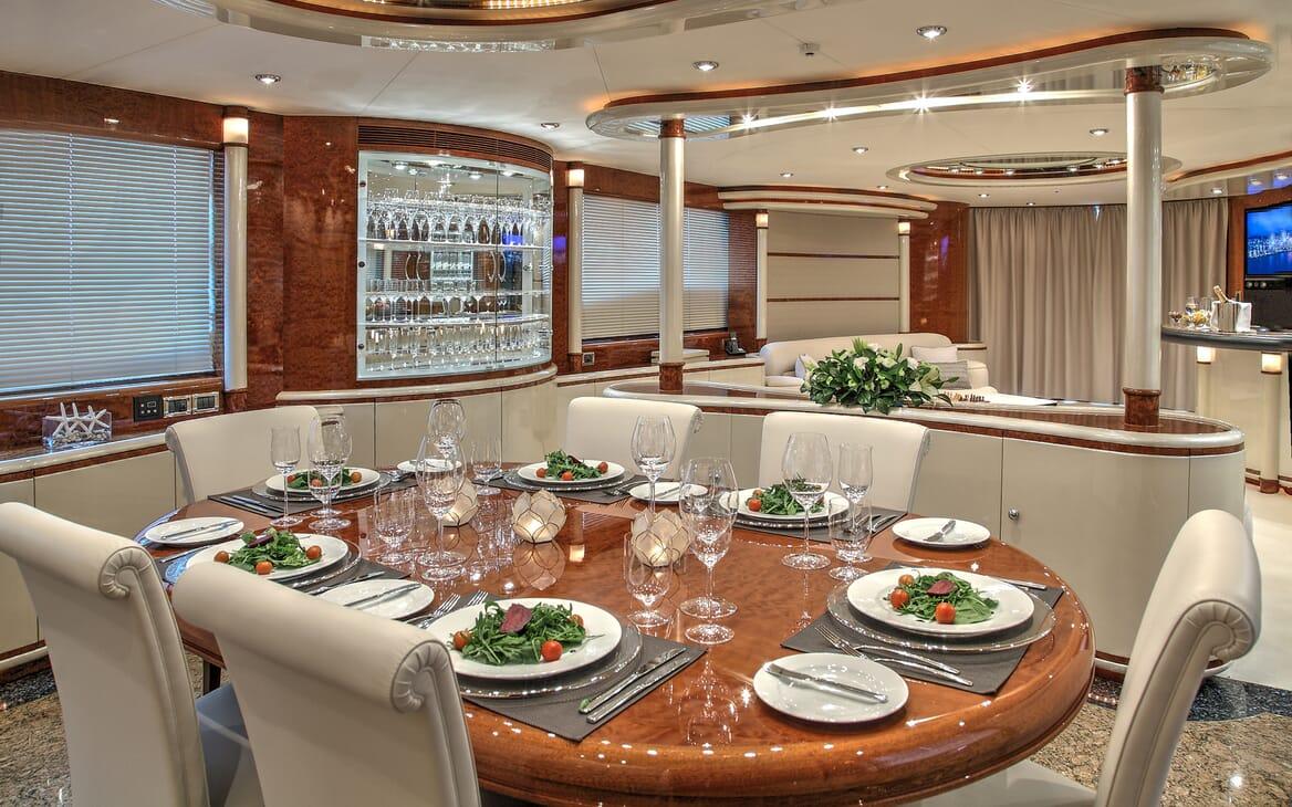 Motor Yacht Harmony I dining area