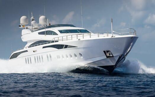 Motor Yacht Lisa IV running shot