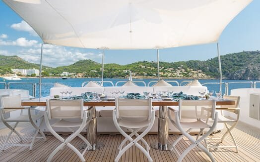 Motor Yacht Lisa IV outdoor dining area