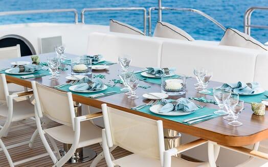 Motor Yacht Lisa IV al fresco dining