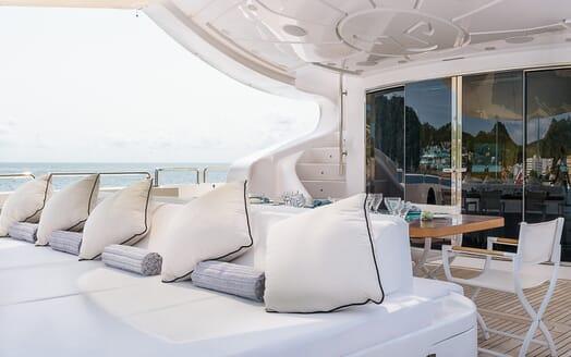 Motor Yacht Lisa IV aft seating