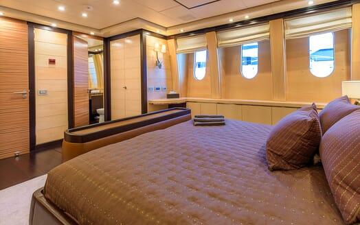 Motor Yacht Lisa IV double cabin