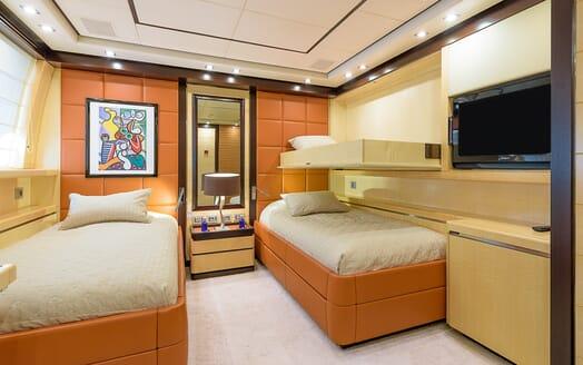 Motor Yacht Lisa IV twin cabin