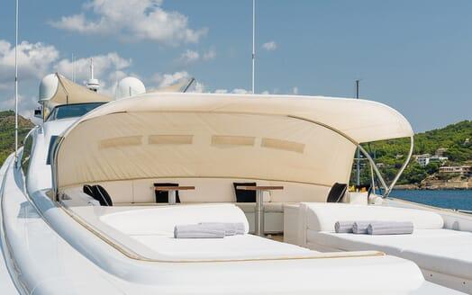 Motor Yacht Lisa IV foredeck