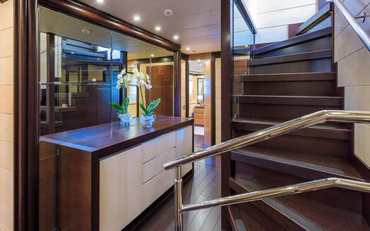 Motor Yacht Lisa IV stairs