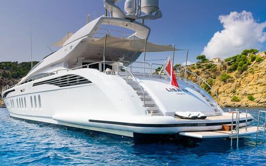 Motor Yacht Lisa IV aft
