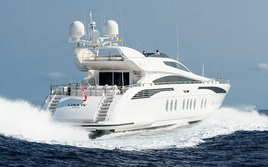 Motor Yacht Lisa IV underway