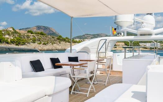 Motor Yacht Lisa IV deck