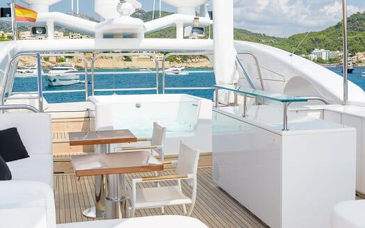 Motor Yacht Lisa IV outdoor bar
