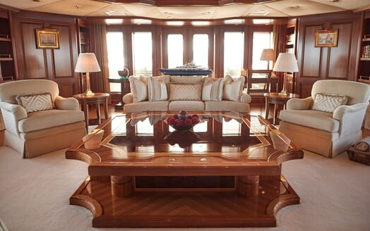 Motor Yacht Laurel salon