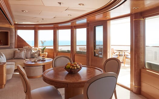 Motor Yacht Laurel living area