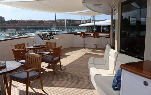 Motor Yacht Laurel outdoor seating area