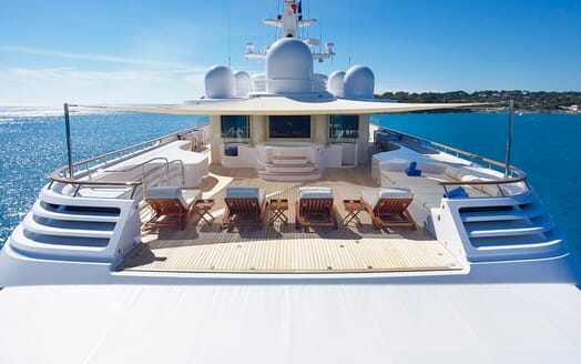 Motor Yacht Laurel sundeck