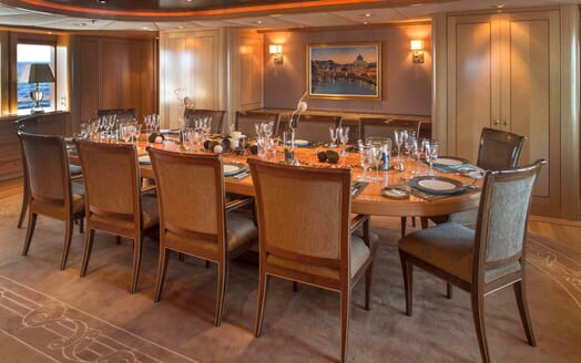 Motor Yacht Laurel dining area