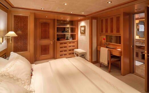 Motor Yacht Laurel guest cabin