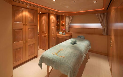 Motor Yacht Laurel spa