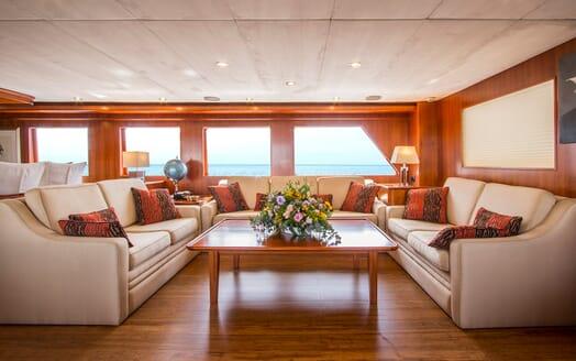 Motor Yacht Voyager salon