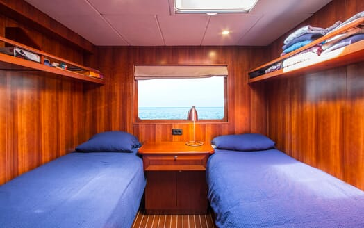 Motor Yacht Voyager twin cabin