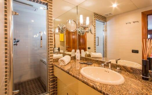 Motor Yacht Voyager bathroom