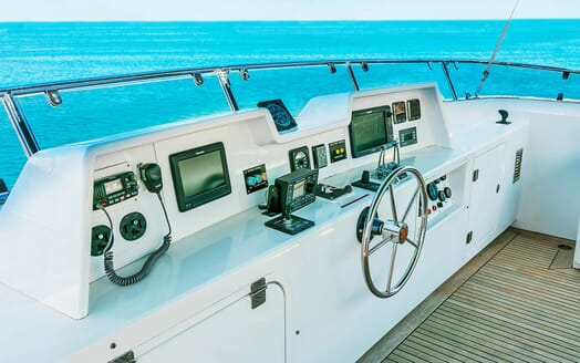 Motor Yacht Voyager flydeck