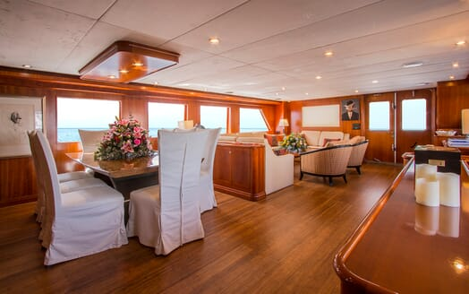 Motor Yacht Voyager living area