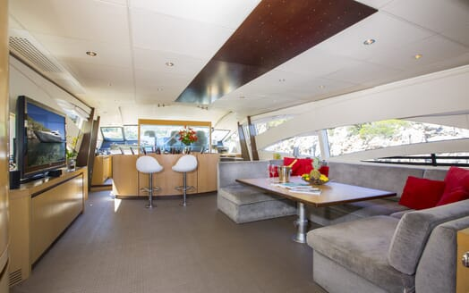 Motor Yacht Tiger Lily living area