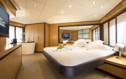 Motor Yacht Tiger Lily master cabin
