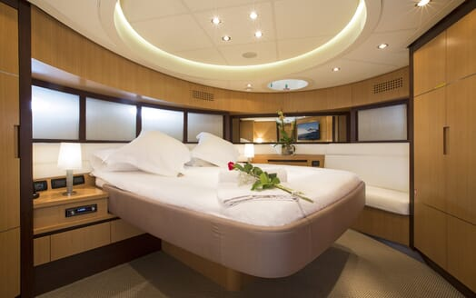 Motor Yacht Tiger Lily VIP cabin