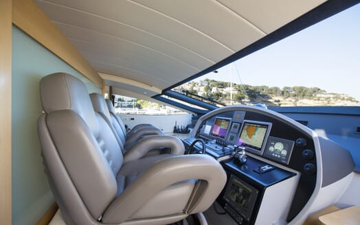 Motor Yacht Tiger Lily bridge