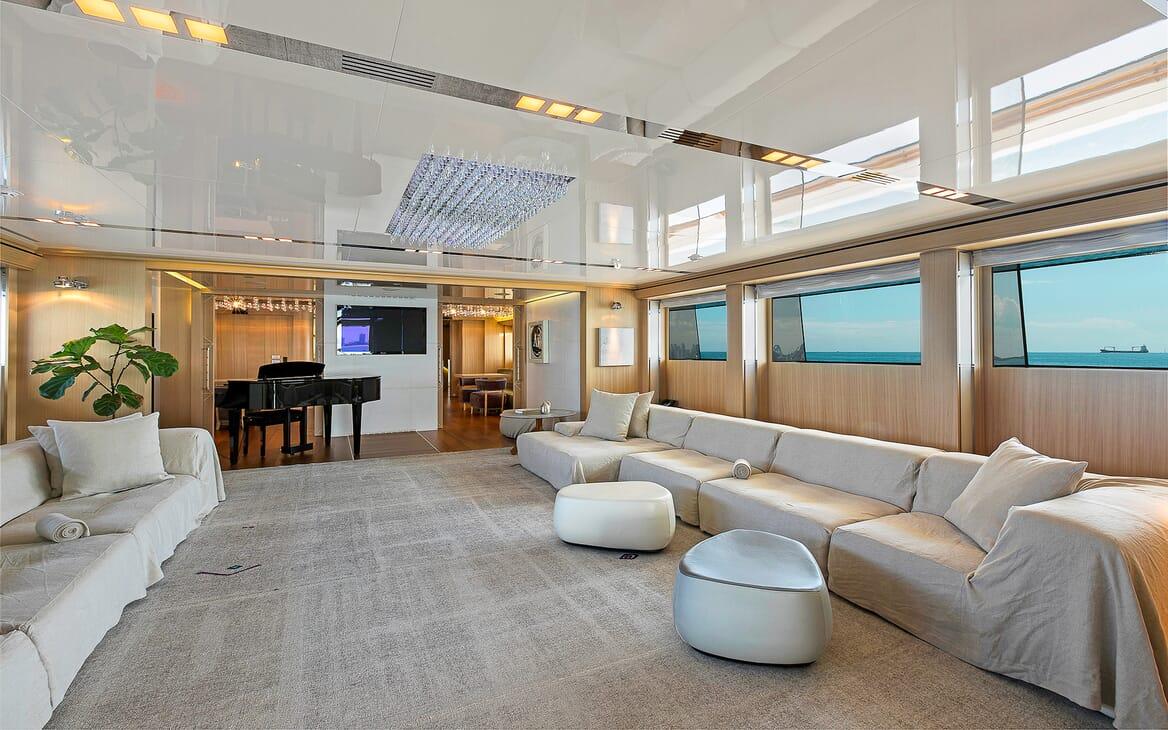 Motor Yacht Vicky Main Saloon