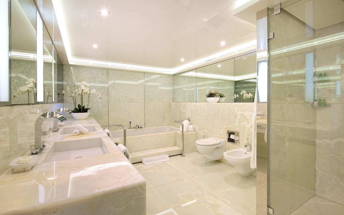Motor Yacht Vicky Bathroom