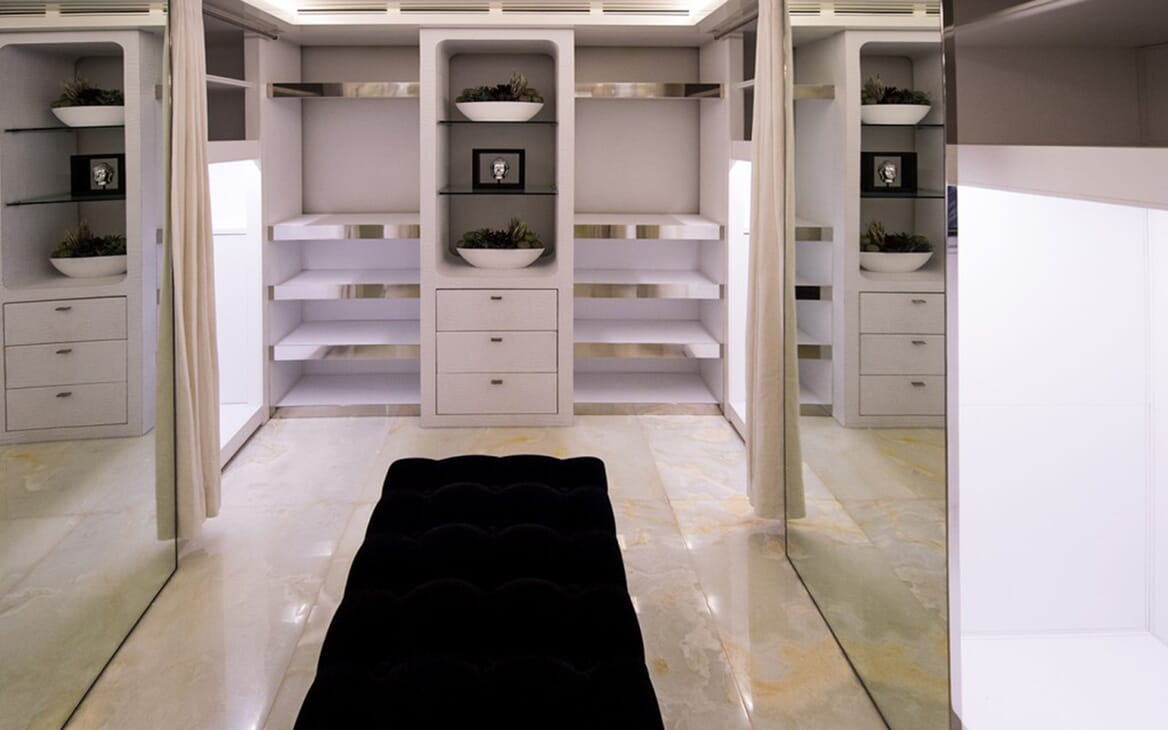Motor Yacht Vicky Dressing Room