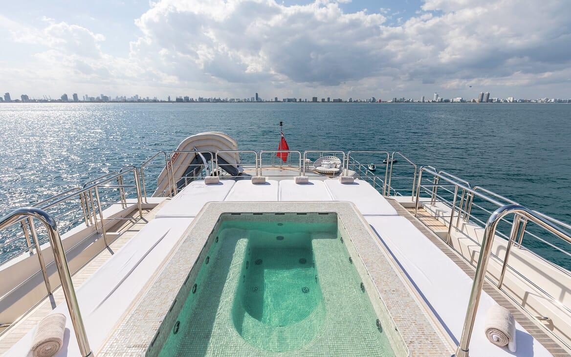 Motor Yacht Vicky Sun Deck Pool