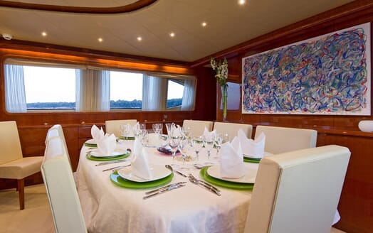 Motor Yacht Ylang Ylang dining area