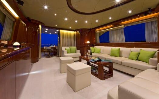Motor Yacht Ylang Ylang saloon