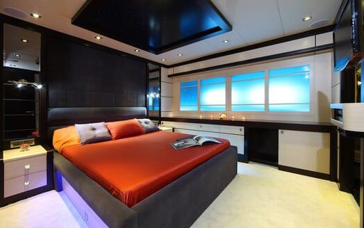 Sailing Yacht Perla Del Mare VIP cabin