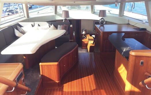 Sailing Yacht Inmocean salon