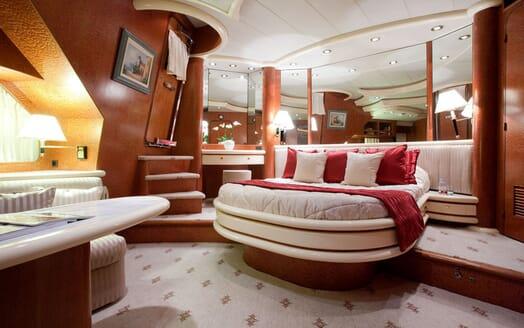 Motoryacht SUPERTOY master cabin