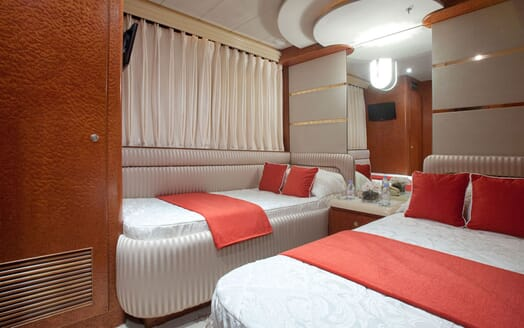 Motoryacht SUPERTOY twin cabin