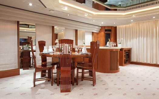 Motoryacht SUPERTOY dining area