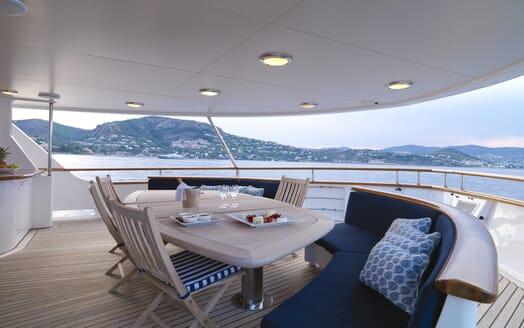 Motor Yacht Spada aft seating