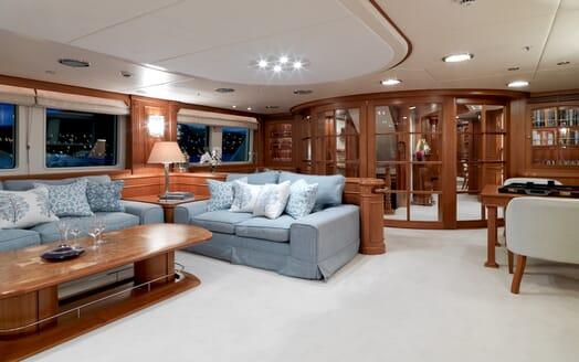 Motor Yacht Spada salon