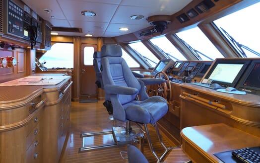 Motor Yacht Spada bridge