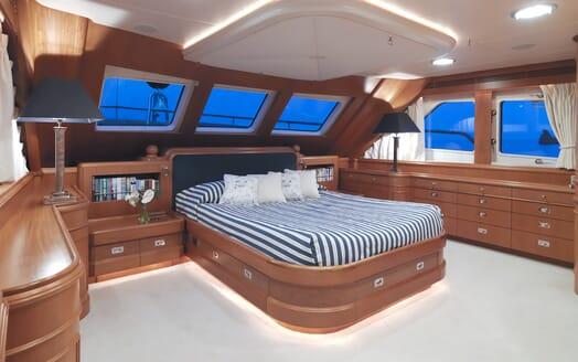 Motor Yacht Spada VIP cabin